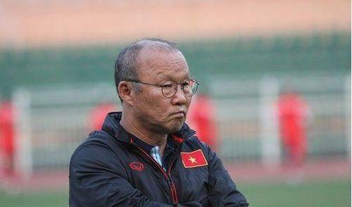 Báo châu Á lo lắng cho HLV Park Hang Seo trước chấn thương của các học trò