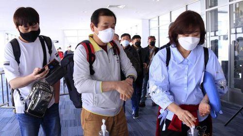 Đề nghị công an truy tìm những người đi cùng hành khách nhiễm Covid-19