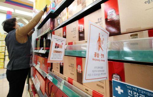 Người Hàn Quốc tìm mua thực phẩm chức năng khi dịch Covid-19 bùng phát