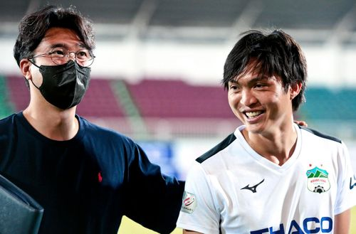 Tuấn Anh gặp riêng trợ lý của thầy Park sau chiến thắng của HAGL