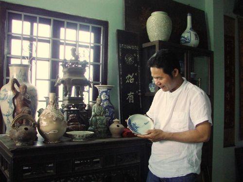 Người sưu tầm hoàng bào triều Nguyễn