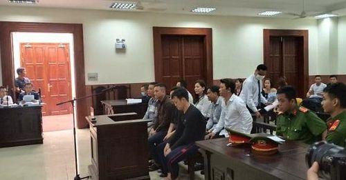 Vì sao hoãn xét xử vụ vợ cũ bác sĩ Chiêm Quốc Thái thuê giang hồ truy sát chồng