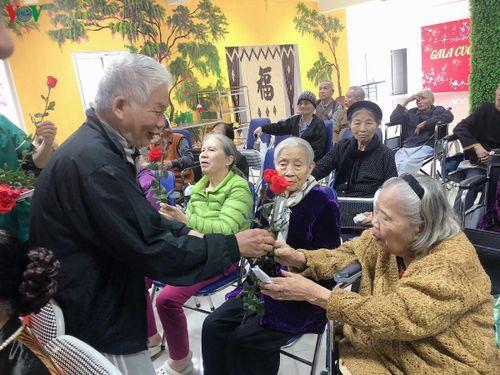 Những 'bông hồng' đón ngày phụ nữ ở Viện dưỡng lão