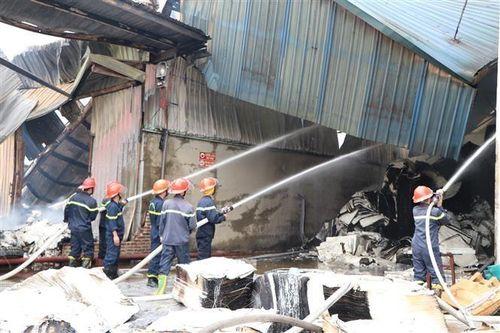 Cháy 5.000m2 nhà xưởng tại chi nhánh Công ty Cổ phần Giấy Trường Xuân