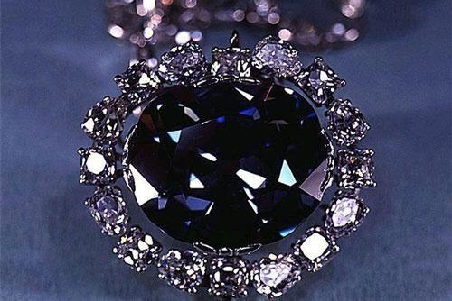 Lời nguyền viên kim cương xanh ai chạm vào cũng chết bí ẩn