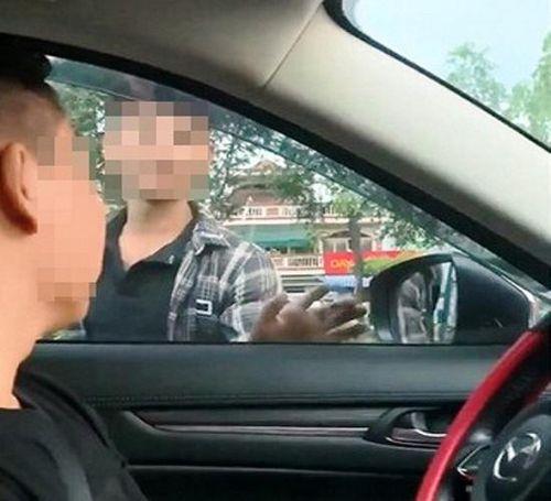 Bắt khẩn cấp 2 thanh niên chặn ô tô để 'xin đểu' tài xế