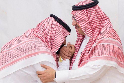 Thái tử Saudi từng hôn tay anh họ đang đối mặt tử hình vì mưu phản
