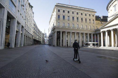 Cuộc sống ở Italia đảo lộn trong 'thời chiến' chống Covid-19