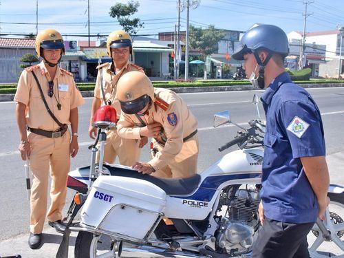Làm rõ trách nhiệm của Bộ Công an trong bảo đảm an toàn giao thông đường bộ