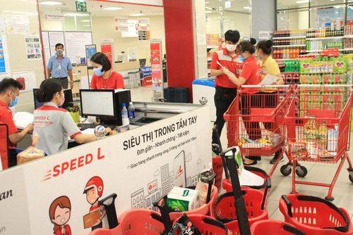 Khách mua sắm sụt giảm, siêu thị chuyển bán hàng online sống qua dịch Covid-19