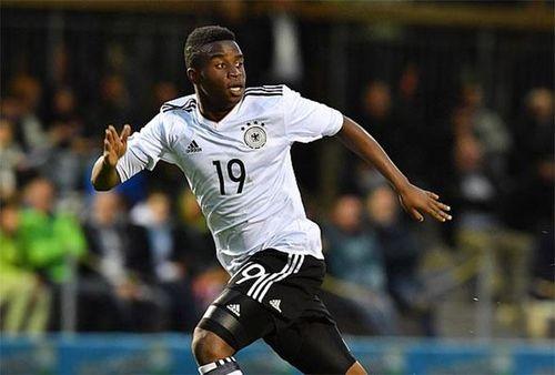 Thần đồng 15 tuổi chưa lên đội một Dortmund đã trở thành triệu phú là ai?
