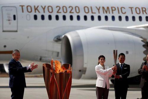 Ngọn đuốc Olympic 2020 đã về Nhật Bản