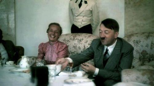 Bộ ảnh chụp trùm phát xít Hitler của Hugo Jaeger