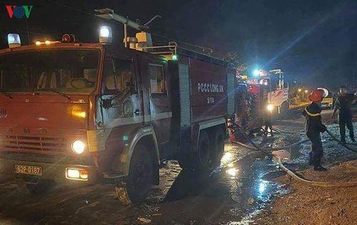 Liên tục xảy ra cháy lớn tại 2 kho bãi phế liệu ở Long An