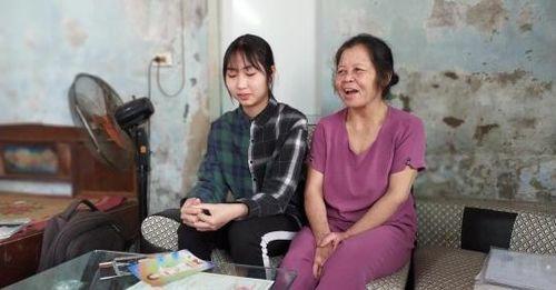 Người phụ nữ nhặt đồng nát nuôi con người dưng 16 năm