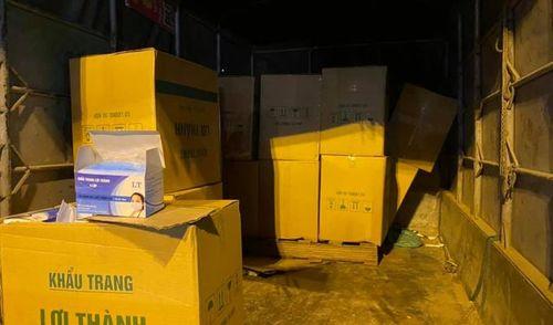 Hà Nội: Bắt giữ xe ôtô chở 50.000 chiếc khẩu trang Y tế không rõ nguồn gốc