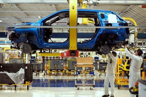 Ngành sản xuất ô tô chao đảo vì dịch Covid-19