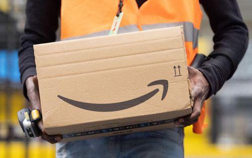 Amazon ngược dòng mùa dịch: Cổ phiếu được nhà đầu tư đổ xô tìm mua, không sa thải mà còn tuyển thêm 100.000 nhân viên