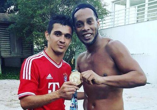 Không ai được vào thăm Ronaldinho trong mùa dịch