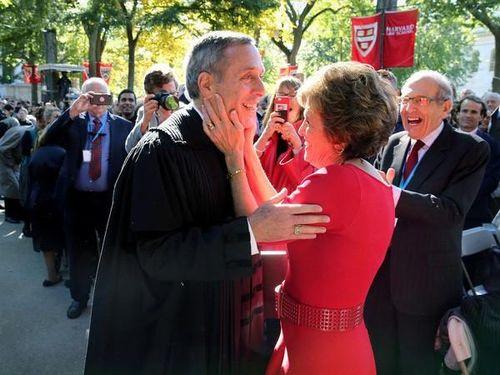 Mỹ: Hiệu trưởng Đại học Harvard và vợ dương tính với Covid-19