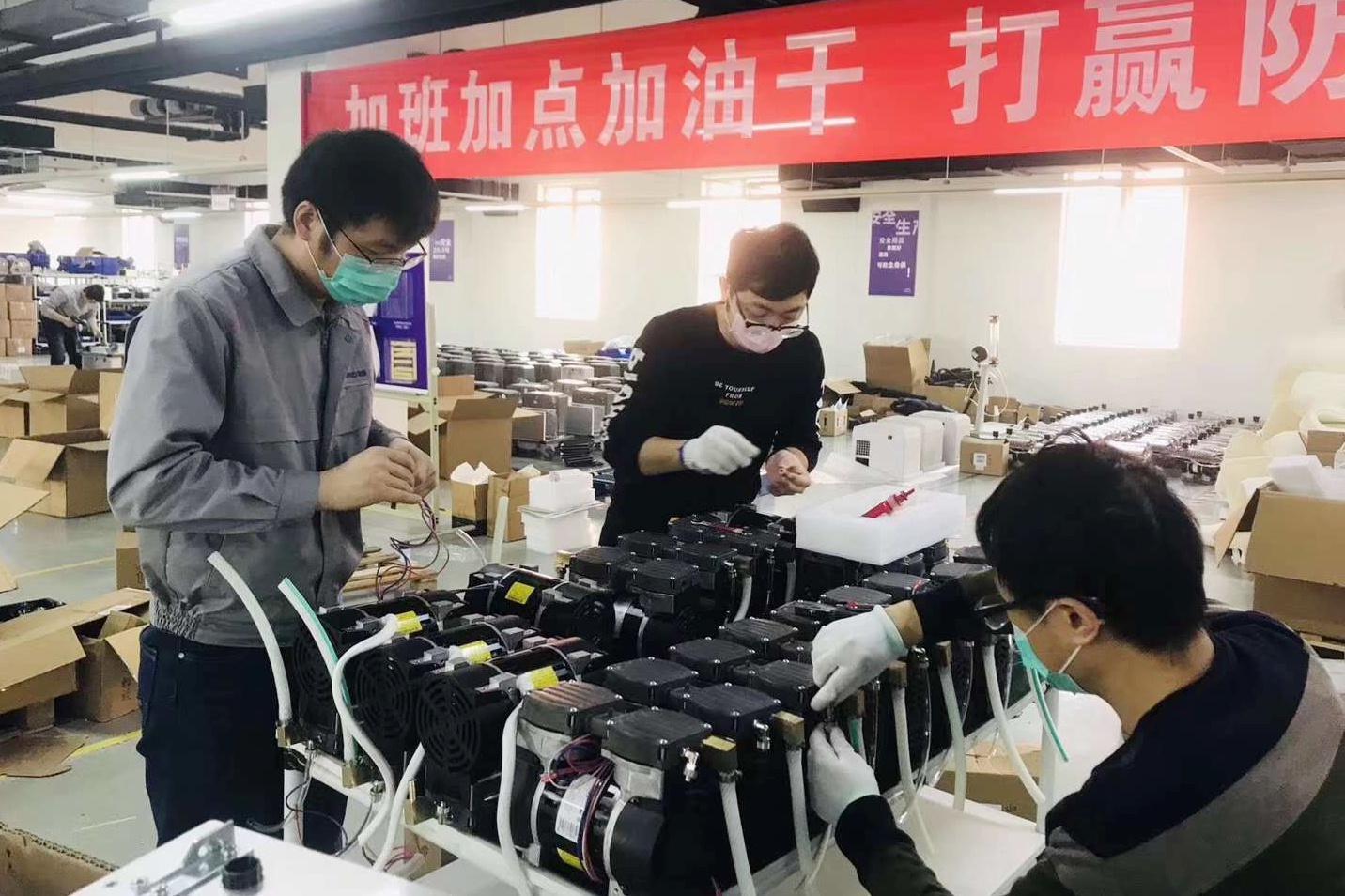 Mỹ, Italy trông chờ vào Trung Quốc trong 'cơn khát' máy thở