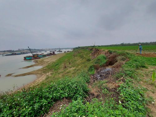 Quằn quại một dòng Lô: Đất chùa cũng không yên