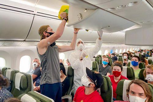 Cận cảnh chuyến bay đặc biệt của Bamboo Airways đưa công dân về nước