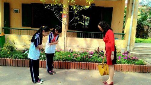 Tranh luận 'nảy lửa': Giáo viên có nên gọi học sinh là con?