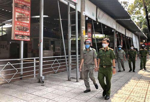 Người dân ủng hộ việc tạm đóng cửa các cơ sở kinh doanh phòng dịch Covid-19