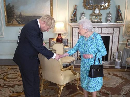 Thủ tướng Anh mắc COVID-19 đã tiếp xúc với ai?
