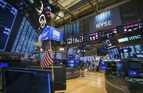 Nhà đầu tư hào hứng xuống tiền, Dow Jones vọt tăng hơn 1.300 điểm