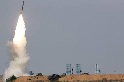Hệ thống phòng không S-400 Nga bắn hạ tên lửa siêu vượt âm