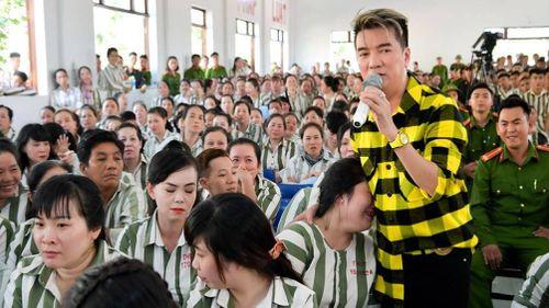 Ca sĩ Đàm Vĩnh Hưng: Tôi là 'mối' quen của các trại giam!