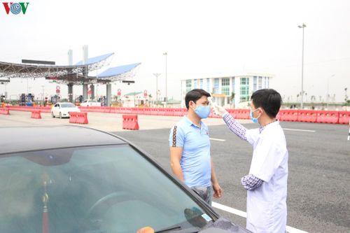Quảng Ninh tạm dừng hoạt động vận tải bằng xe buýt, taxi