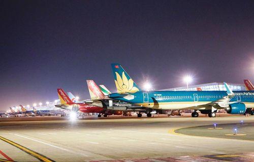 Từ 1/4, mỗi ngày chỉ có 2 chuyến bay Hà Nội-TPHCM, dừng hết đường bay khác
