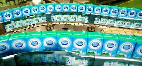 Mùa dịch COVID-19: Sữa Cô Gái Hà Lan chỉ 5.000 đồng/hộp 180 ml