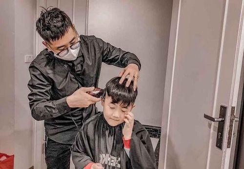 Dịch vụ cắt tóc lưu động nở rộ trong dịch COVID-19