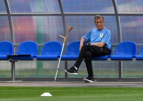 HLV tuyển Uruguay mất việc ở tuổi 73 vì... COVID-19
