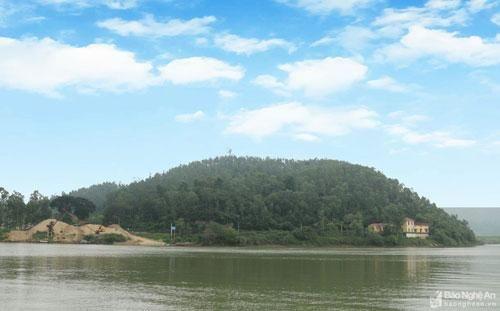 Độc đáo những 'tảng đá khắc chữ cổ' trên núi Đồn ở Nghệ An