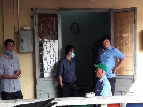 Nhiều người trong BV ở Hóc Môn không đeo khẩu trang