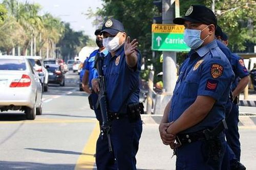 Phản ứng của cảnh sát Philippines khi Tổng thống cho phép bắn người vi phạm lệnh phong tỏa