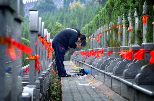 Lễ Thanh Minh với hàng nghìn gia đình TQ chưa chôn cất được người thân