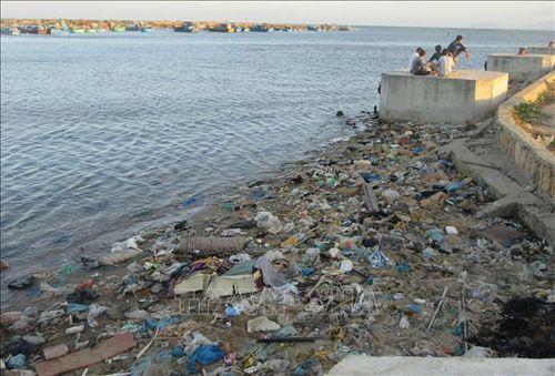 Báo động tình trạng ô nhiễm rác thải ven biển Ninh Thuận