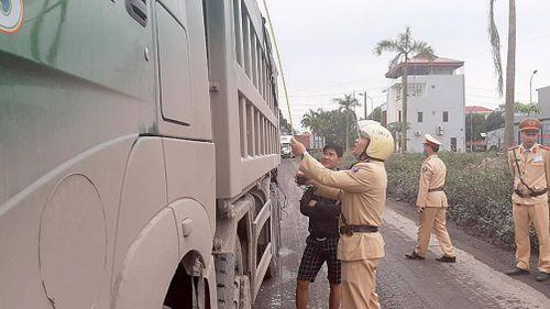 Bắc Giang: Đồng loạt xử lý xe quá khổ, quá tải