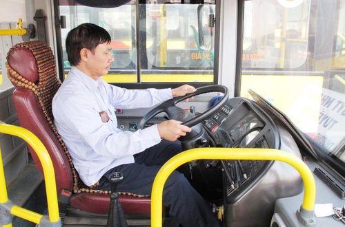 Hàng nghìn lái, phụ xe buýt bị giảm 50% thu nhập