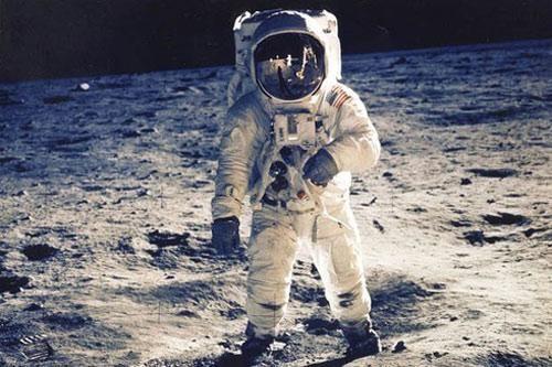Sự thật đằng sau chuyện phi hành gia Mỹ nhìn thấy UFO trong vũ trụ