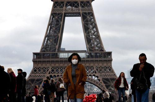 Người Việt ở Pháp quyên góp ủng hộ chống dịch COVID-19
