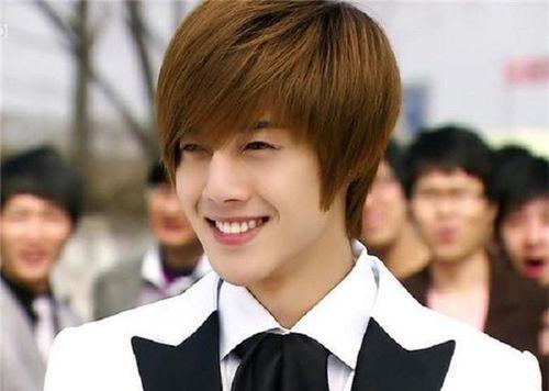 Kim Hyun Joong rời công ty quản lý sau nhiều năm gắn bó