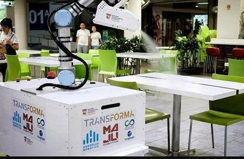 Robot 'đắt hàng' mùa COVID-19