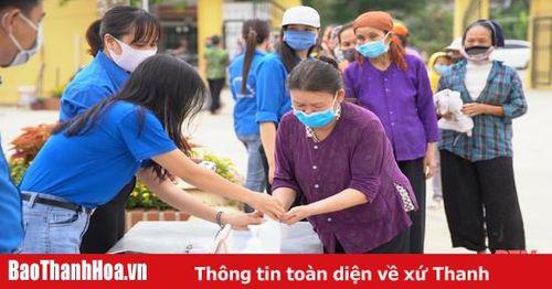 Cây 'ATM gạo' tại TP Thanh Hóa chia sẻ khó khăn với người nghèo